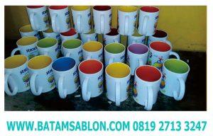 mug dalaman warna